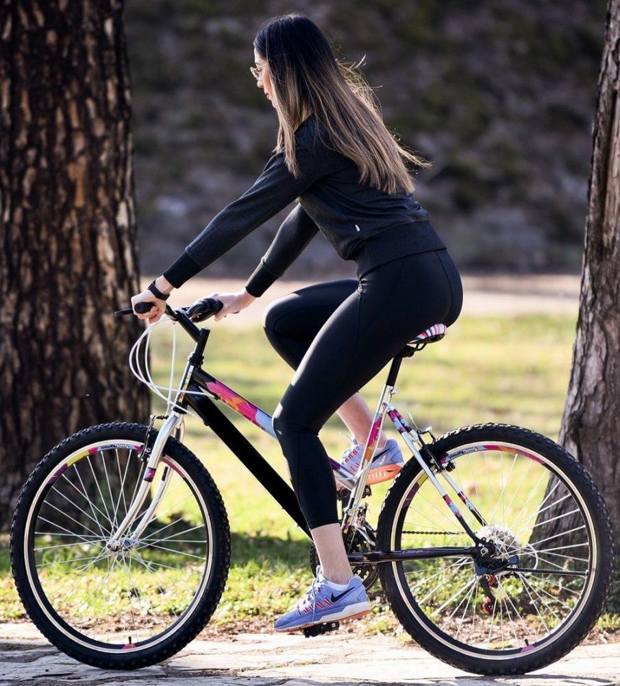 Ljepotice i bicikli - Page 12 Djevojka-na-biciklu